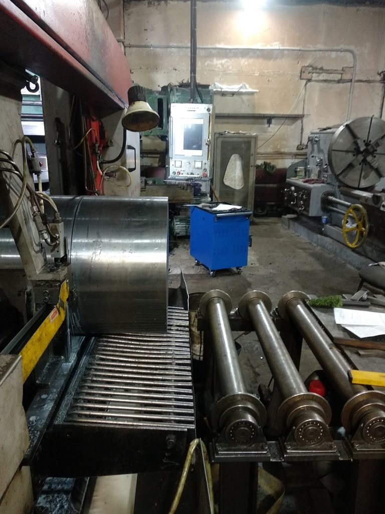 Резка на ленточнопильном станке заготовки вала для токарной обработки на ДИП 500