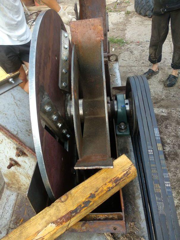 Изготовлен диск с рубильными ножами для рубильной машины ДРМ-4. Установлен на место в агрегат. Запущен в работу.