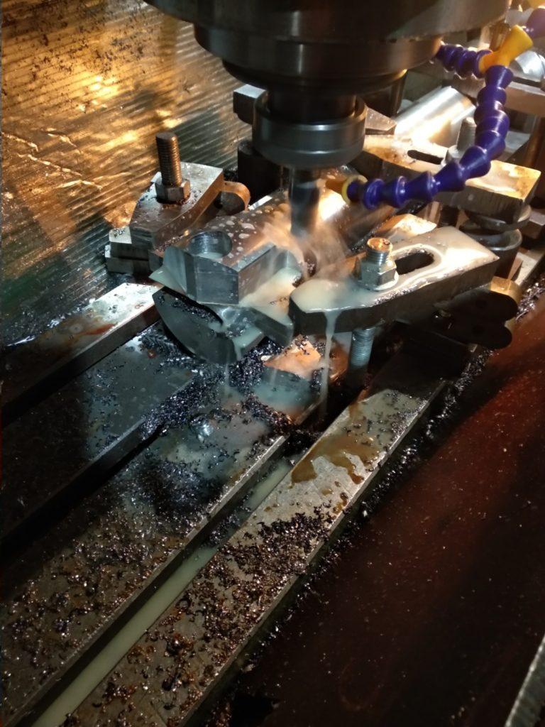 Изготовления оправка под перовое сверло Д 125 для станка ДИП 500. Сверление отверстия диаметром 125 мм, глубиной 420 мм в торце вала на токарном станке.