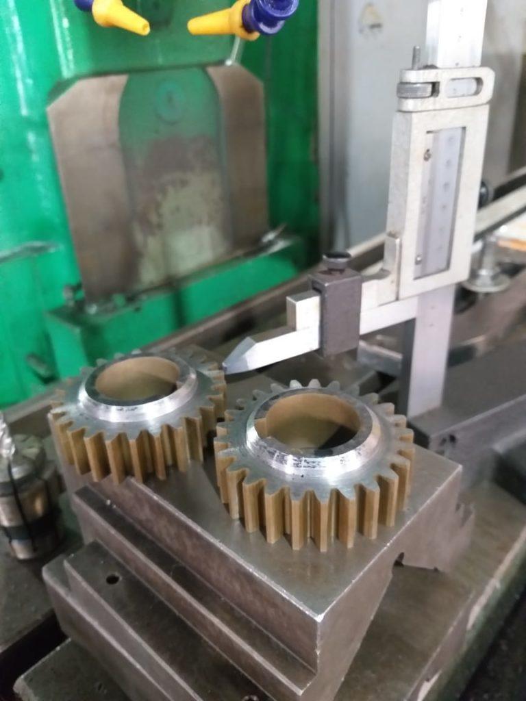 Изготовлены шестерни m=2.5, z=25, ст.45, HRc=28. Токарная, электроэрозионная обработка металла.