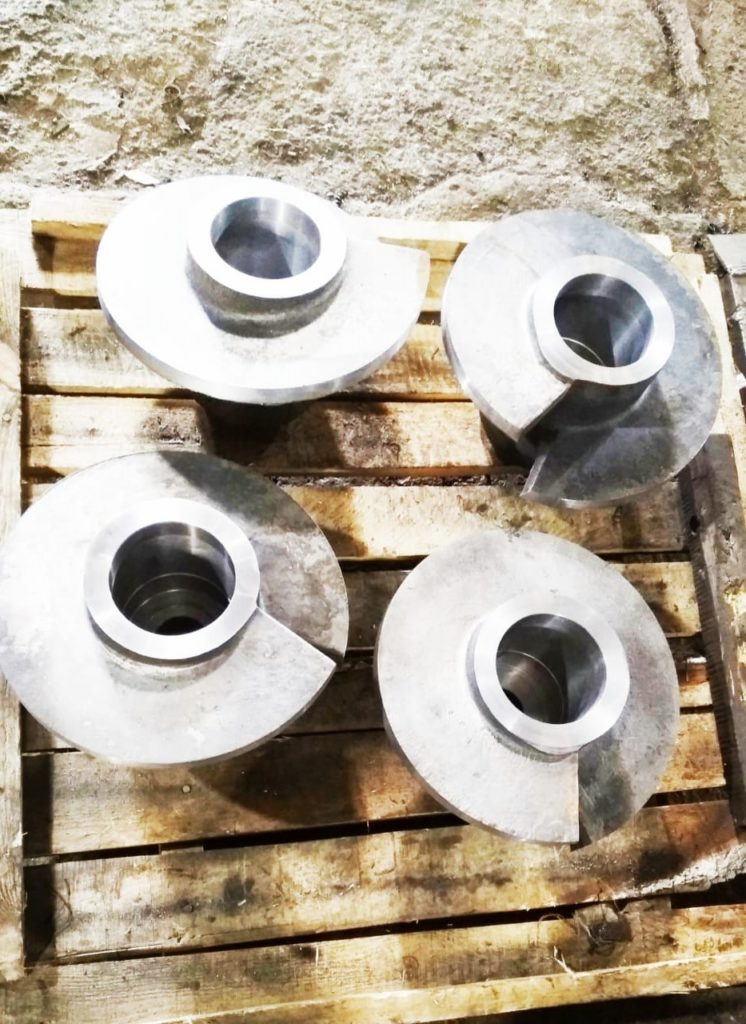Экструдер предназначен для термомеханической обработки рассыпных продуктов, таких как рассыпной комбикорм, измельченные соевые бобы, жмых и других, предварительно насыщенных паром и жидкостями.