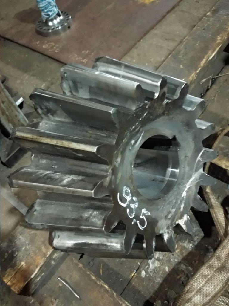 Токарная обработка вала и шестерни дробилки. ДИП 500, 16Д25.