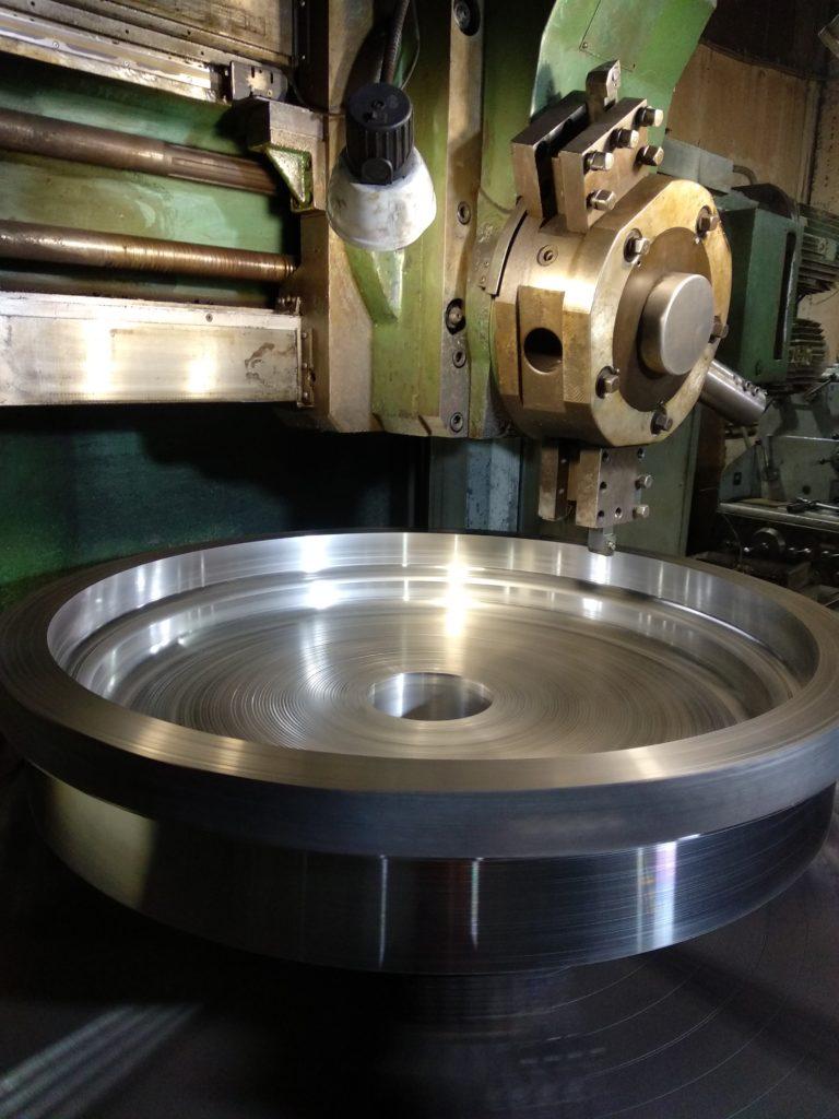 Токарно-карусельная обработка деталей диаметром до 1600 мм.