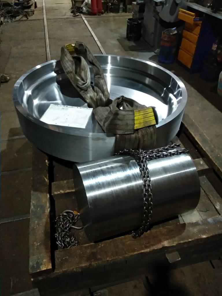 Токарная обработка на карусельном станке 1516, 1600 мм.  Токарная обработка на токарном станке ДИП 500, до 2800 мм - валы, до 1100 мм - фланцы.